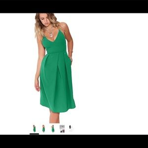 Scrappy green dress w/ plunging neckline & pockets